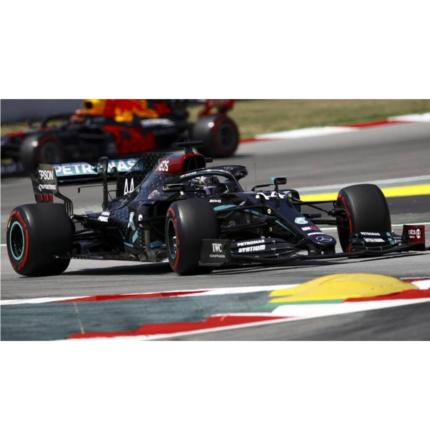 Lewis Hamilton domina il GP di Spagna