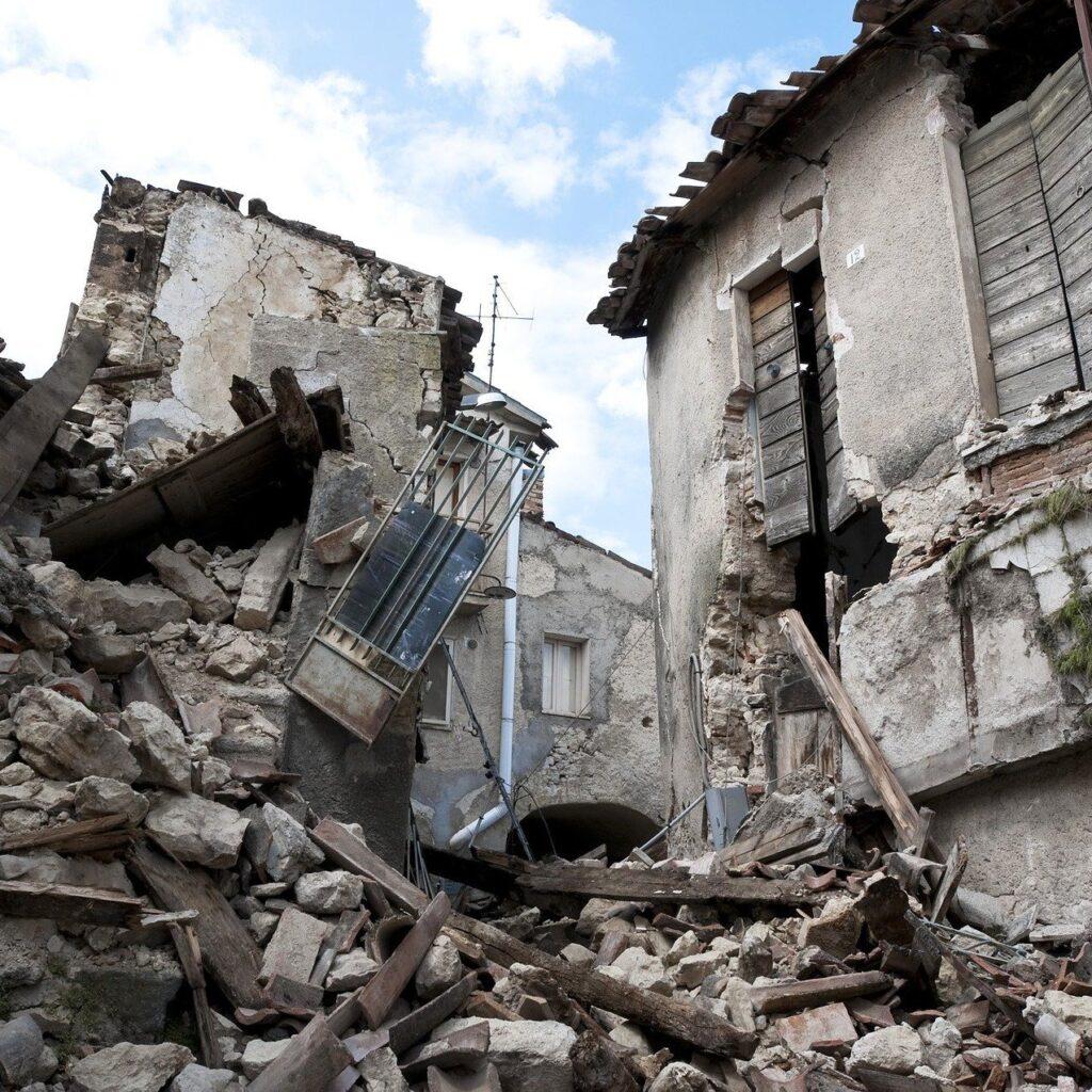 Fratelli d'Italia attacca Conte sul terremoto aquilano