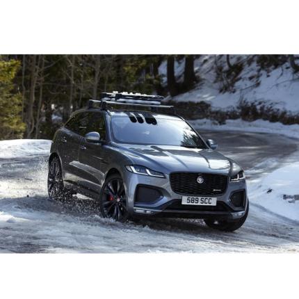 Nuova Jaguar F-Pace: oltre 400 cv con il 6 cilindri