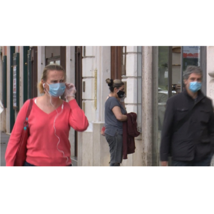 Mascherine obbligatorie all'aperto in Campania: l'ordinanza di De Luca