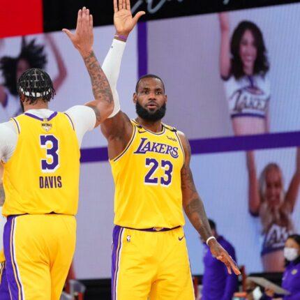 Finals NBA Lakers dominano