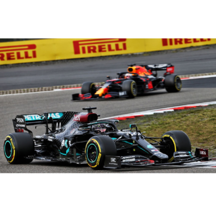 Lewis Hamilton vince il GP Eifel ed eguaglia Schumacher. Ricciardo a podio