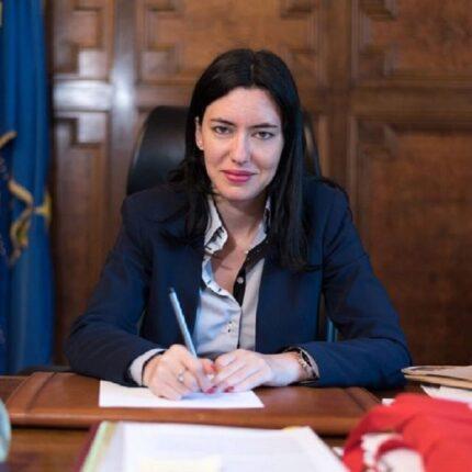 Le scuole non chiudono, soddisfatta Lucia Azzolina