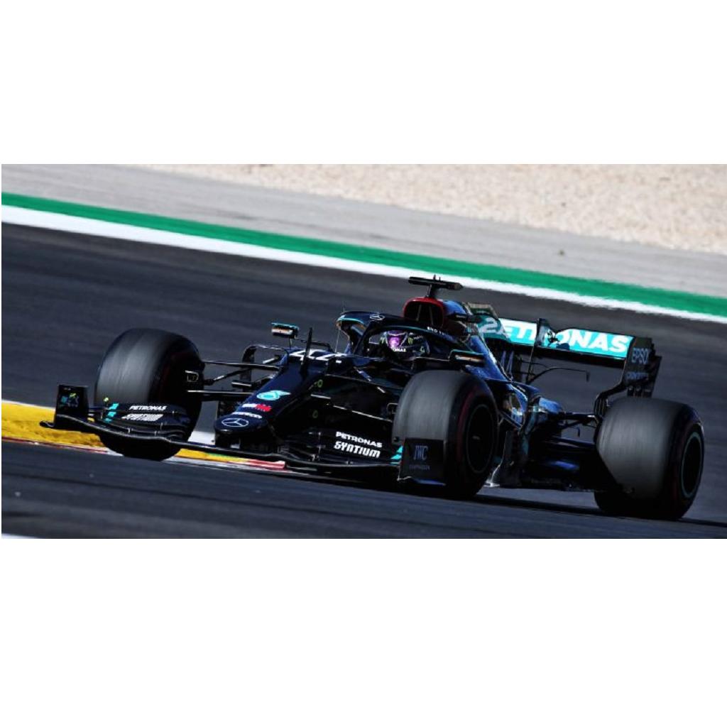 Lewis Hamilton vince il GP del Portogallo: 4 piloti a pieni giri