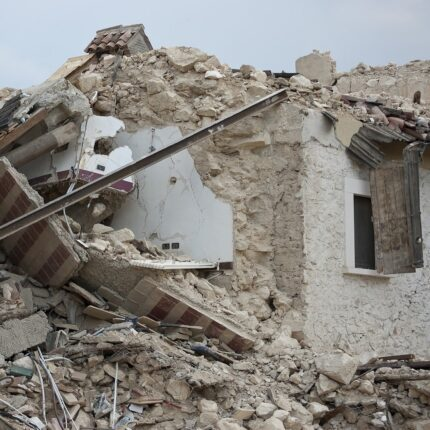 Un violento terremoto di magnitudo 7.0 ha colpito la Turchia foto