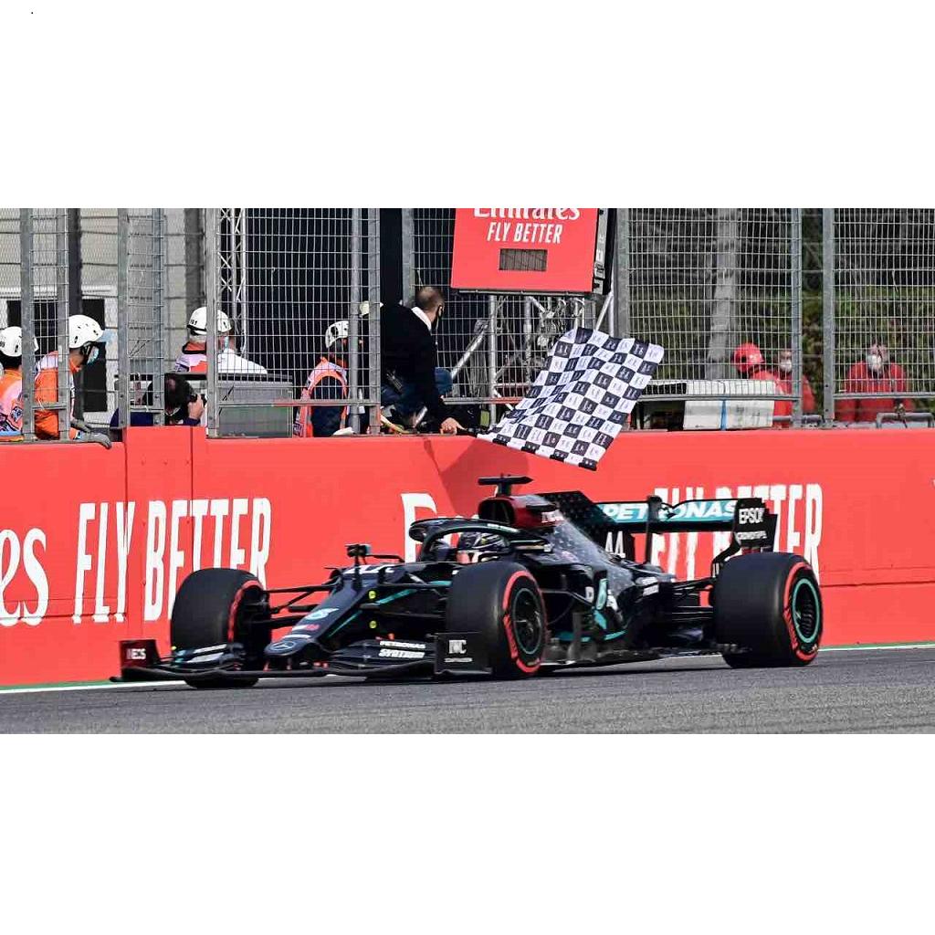 Hamilton vince ad Imola. Mercedes è campione del mondo