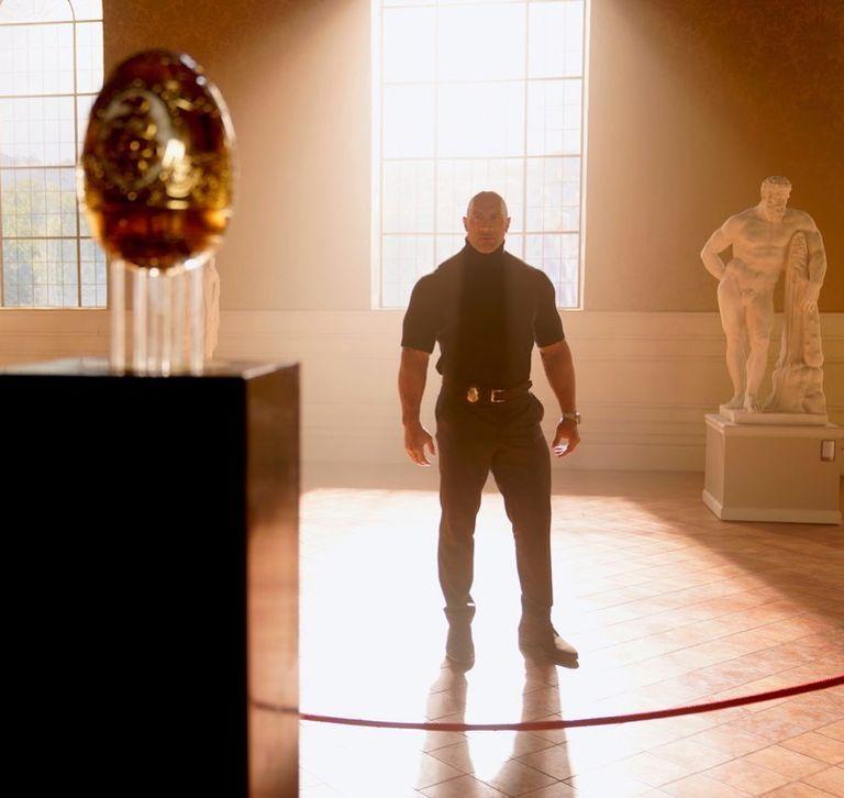 Dwayne Johnson rivela un nuovo sguardo al film Netflix Red Notice + dwayne johnson