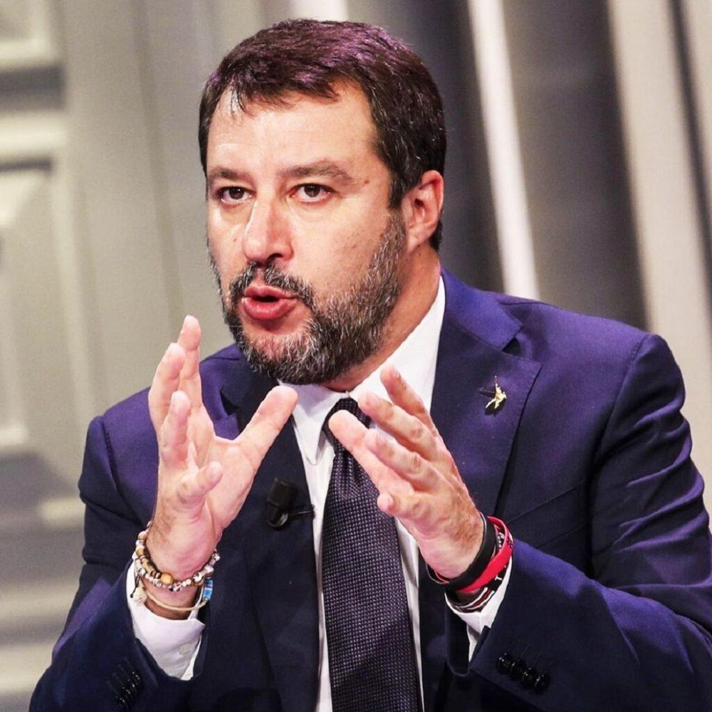 Salvini se la prende (anche) con la burocrazia