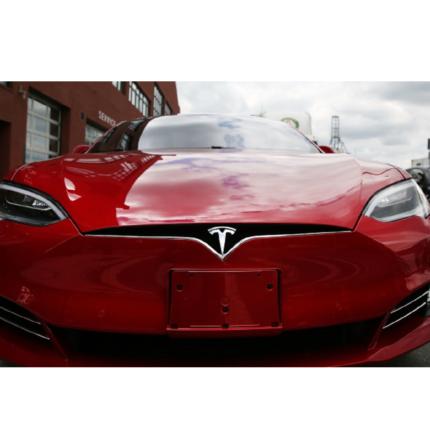 Abbonamento Full Self-Driving di Tesla arriverà nel 2021
