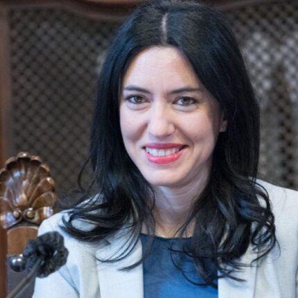Azzolina conferma la riapertura delle scuole
