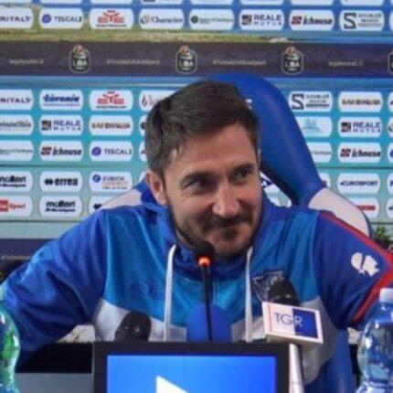 Gianmarco Pozzecco defilato