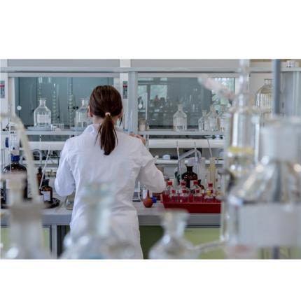 """I ricercatori sul vaccino Covid-19 sono i veri eroi: """"4 anni di lavoro in uno"""""""