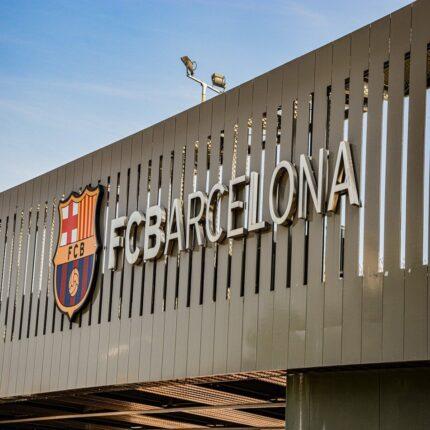 Il Barcellona raccoglie i cocci e si prepara a mesi difficili