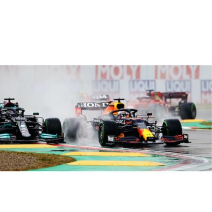 GP Emilia Romagna: vince Verstappen. A podio anche Hamilton e Norris. Subito dietro le Ferrari