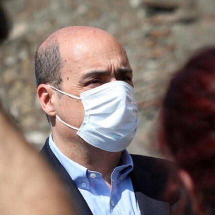"""Zingaretti si vaccinerà con Astrazeneca: """"Lo farò senza paura"""""""