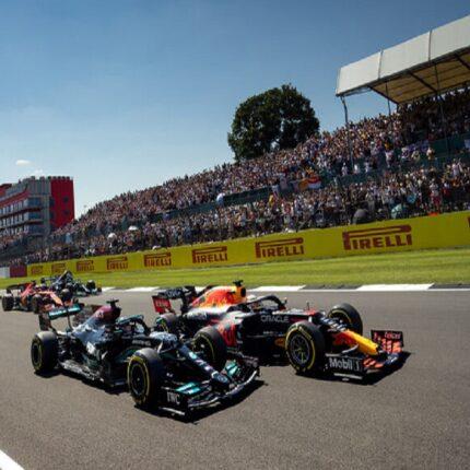 Hamilton vince a Silverstone dopo un contatto con Verstappen